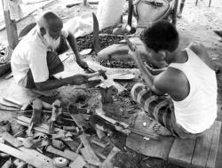 কোরবানীর জন্য ছুরি, রামদা তৈরিতে কামারপাড়া এখন ব্যস্ত 1