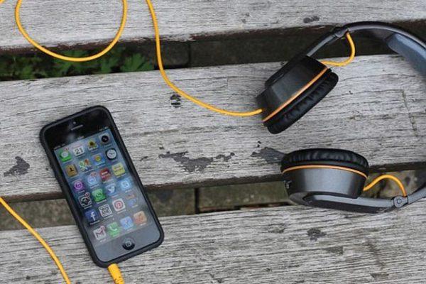 Headphone mobile charge