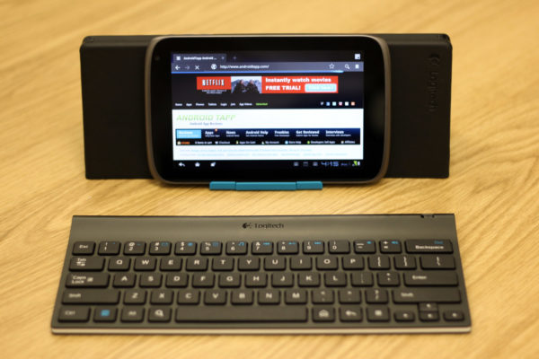 Logitech-Tablet-Keyboard-with-Tablet-and-Stand