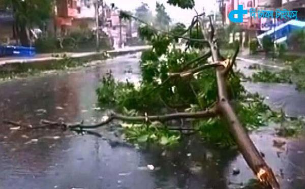 Hudhud tornado weak-2