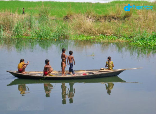 Boats, monsoon and children