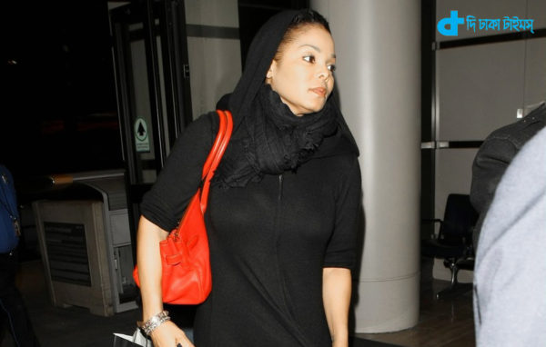 12/02/11 Los Angeles, CA- Janet Jackson takes off in LAX wearing a Burka Ref#AKM7782 Credit Byline: Dobner/AKM Images Contact Sales: Alex or Thaissa at sales@akmimages.net. Office: +1 424.237.2908