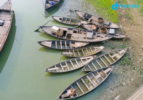 Row boats and riverine Bangladesh
