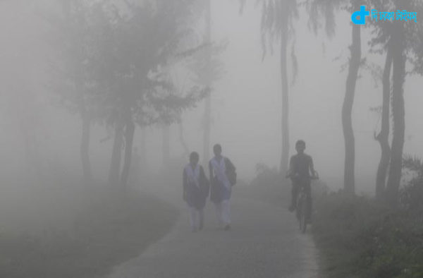 Dense fog and students walk