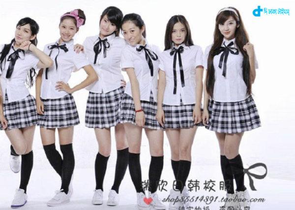 Japanese school girls & money