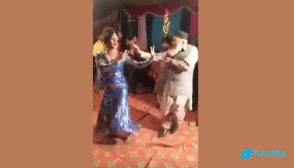 muslim-neta-dancing-pakistan