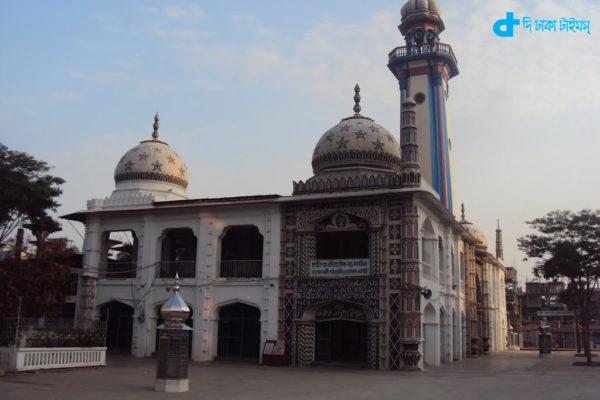 Historical large mosque in Chandpur Hajiganj