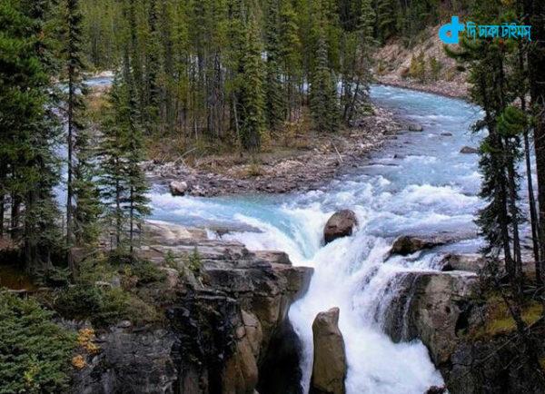 sunwapta-falls-jasper-national-park-alberta-canada