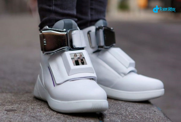 wi-fi-hotspot-and-display-advantages-shoes