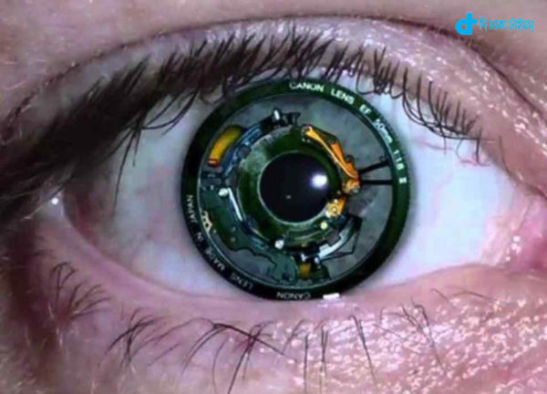 bionic-eye-of-woman