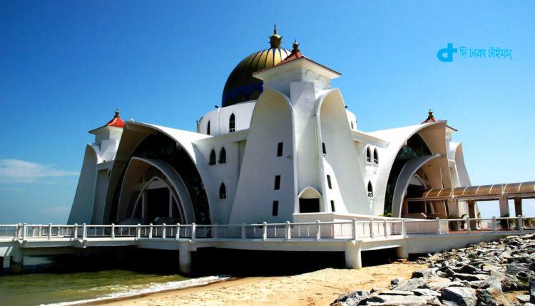 মালয়েশিয়ার নান্দনিক সৌন্দর্যপূর্ণ স্ট্রেটস মসজিদ 1