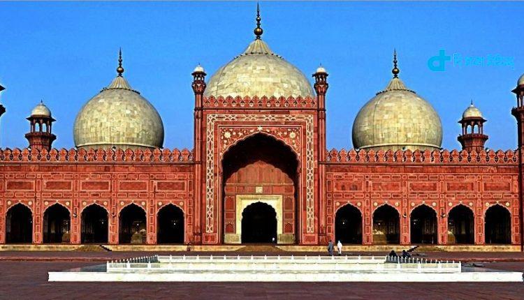 পাকিস্তানের ঐতিহাসিক বাদশাহী মসজিদ 1