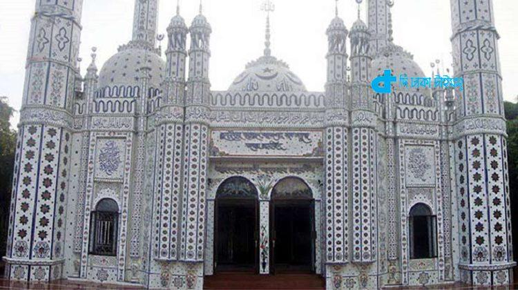 দেবীদ্বারের 'সাত গম্বুজ মসজিদ' 1