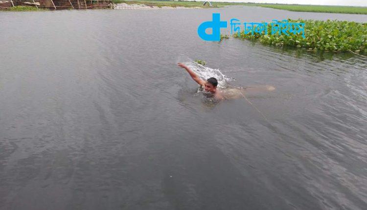 নদীতে গোসল: এক অনবদ্য দৃশ্য 1