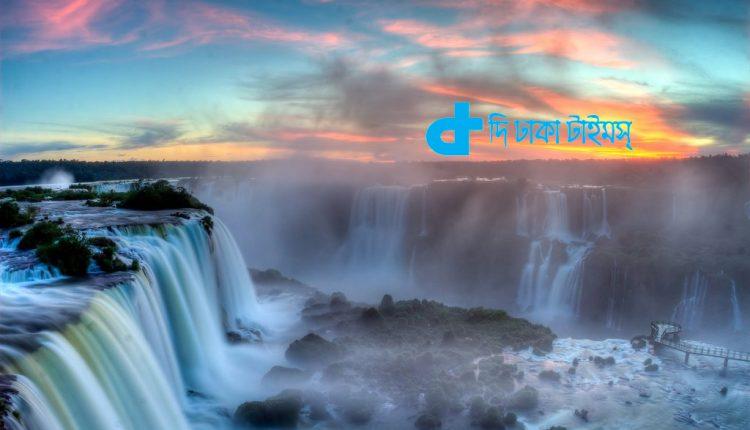 ব্রাজিলের ইগুয়াজু জলপ্রপাতের উপরে সূর্যাস্তের দৃশ্য 1