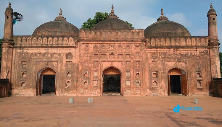 চাঁপাইনবাবগঞ্জের ঐতিহাসিক তিন গম্বুজ মসজিদ 1