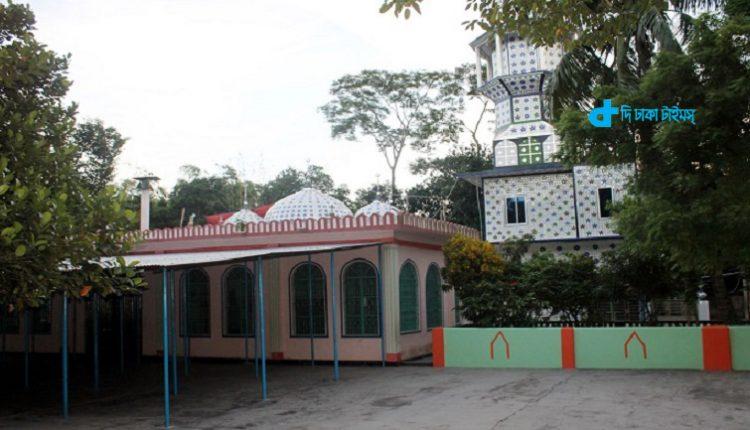 নবাবগঞ্জের ৪০০ বছরের ঐতিহ্যবাহী ভাঙ্গা মসজিদ 1