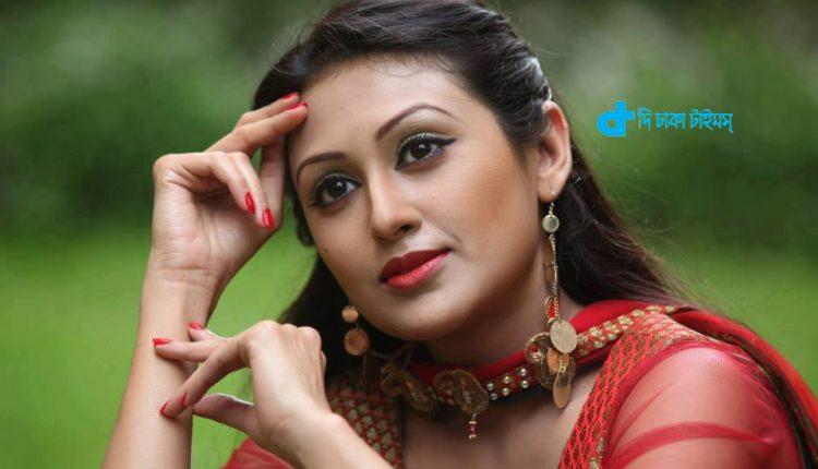 অভিনেত্রী কুসুম শিকদার এবার গান গাইলেন 1